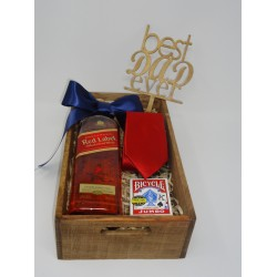 ARREGLO DE WISKY JOHNNIE WALKER RED LABEL, CORBATA & CARTAS ESPAÑOLAS